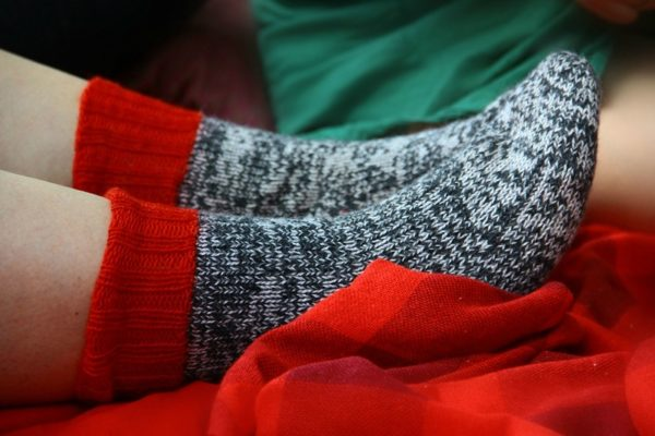 Ноги в тёплых носках