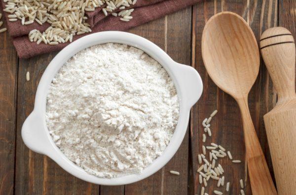 Рисовая мука и кухонная утварь
