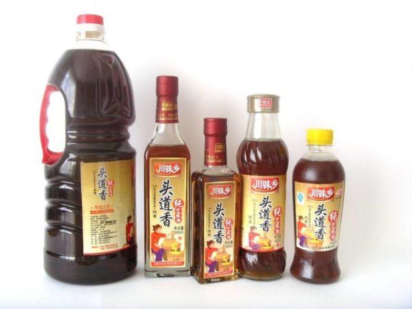 Бутылки с кунжутным маслом разных сортов