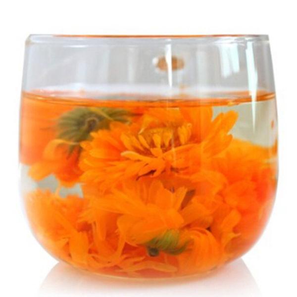 Цветы календулы в стакане