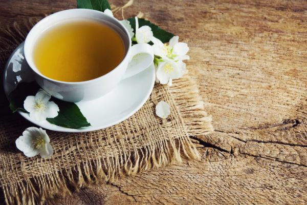Лечебный чай в чашке