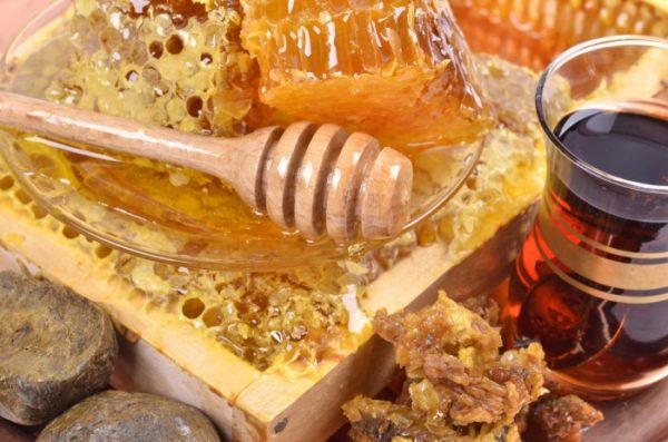 Мёд с прополисом польза и вред
