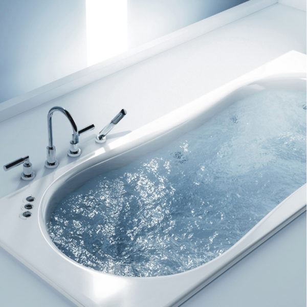 Наполненная ванна