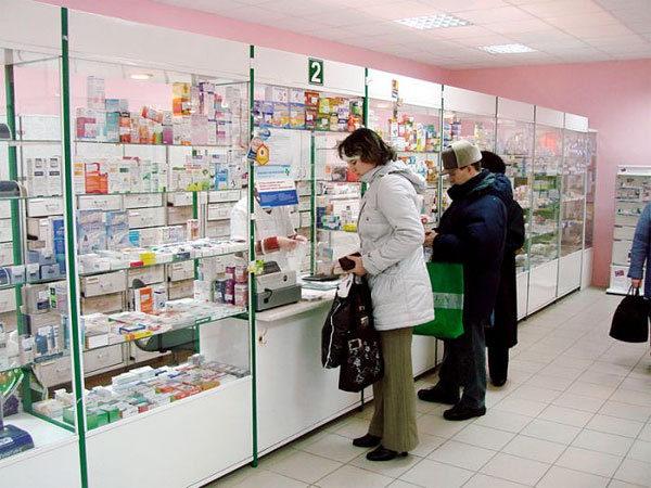 Люди в аптеке