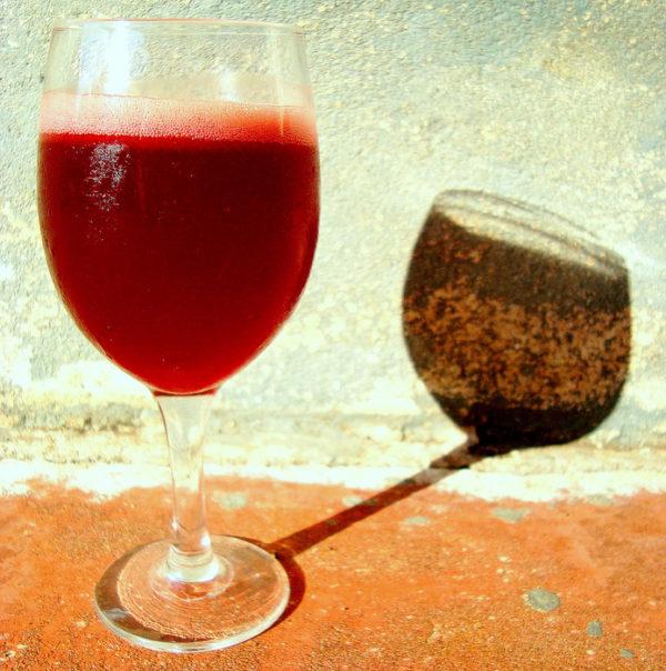 Черёмуховый сок в бокале