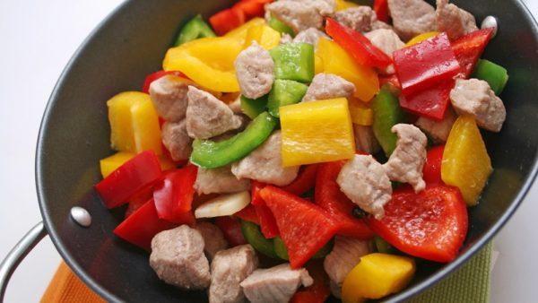Мясо с болгарским перцем в воке