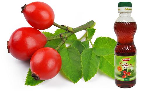 Бутылочка с сиропом и ягоды шиповника