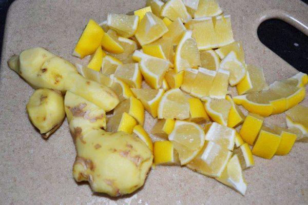 Порезанные лимон и имбирь