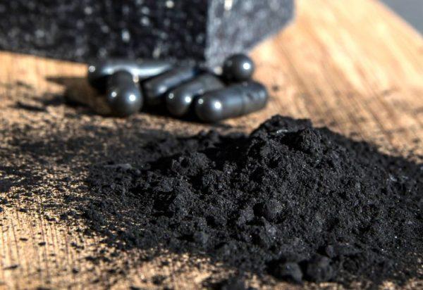 Активированный уголь в порошке или капсулах